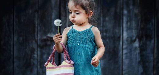 girl-dandelion